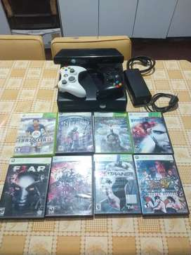 Vendo Xbox360 con chip RGH, 2 joystick, Kinect y un total de 25 juegos
