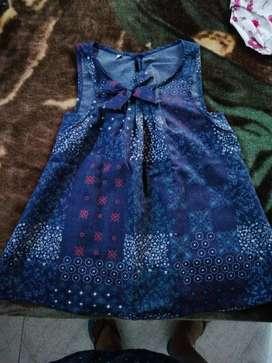 Vendo siete bonitos vestidos de niña