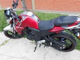 Moto unico dueño yamaha FZI Sport papeles al dia sin detalles