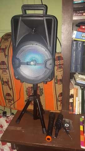 Parlante Bluetooth Portátil Recargable Radio FM 3000W Aux USB Trípode 2 Micrófonos Bafle 8 Control Remoto
