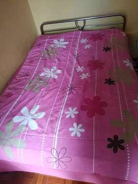 cama de 2 plazas y colchón