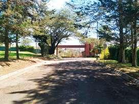 En venta terreno de 1600 m2 dentro de conjunto El Ingenio sector Puembo