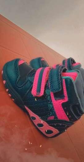 Se vende zapatos usado botitas en excelente condiciones