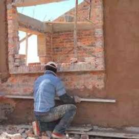 Necesito ayudante adelantado de construcción