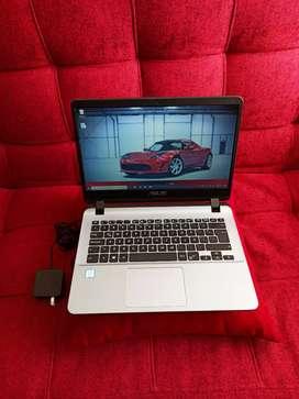 Portátil Asus i3 de 7THgen, disco 1TB