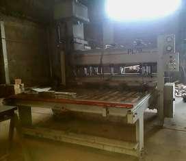 PRENSA PARA FABRICAR TABLEROS ALISTONADOS (máquina carpintería aserradero fábrica mueble tirantes)