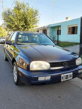 VENDO GOLF 1.8 IMPECABLE  nafta y gnc