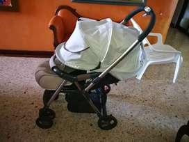 Coche marca Combi para bebé recién nacido hasta 3 años