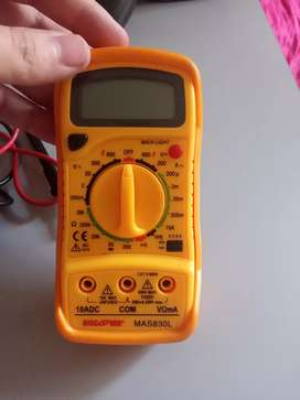 Multimetro digital marca discover MAS830L con luz en la oscuridad