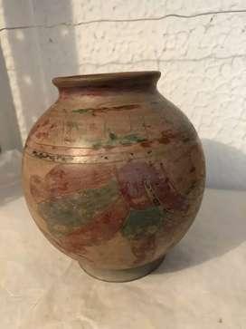Recipiente precolombino, cerámica decorada y pintada a mano