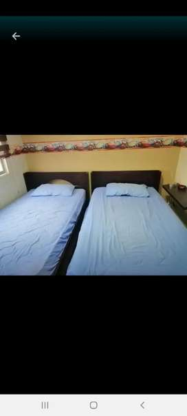 Se vende cama plaza y media de guayacán  blanco poco uso