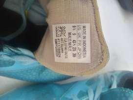 Vendo guayos segunda mano en buen estado  marca Adidas. gama media alta talla 39; 40