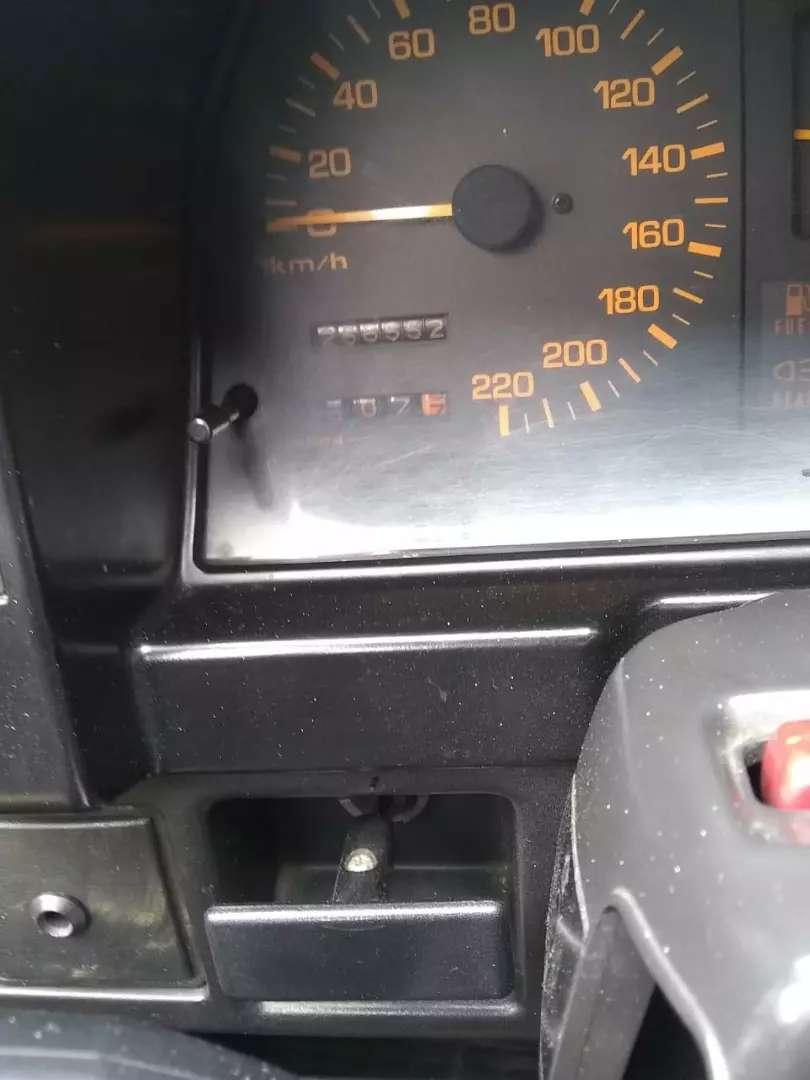 Mazda 323 muy bonito 0