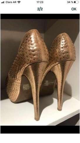 Vendo zapato talle 38 dorado, un solo uso. $800