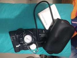 Tensiómetro y estetoscopio marca Riester