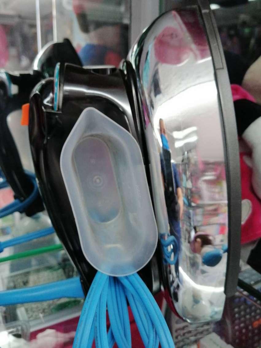 Plancha metálica para ropa - Vapor