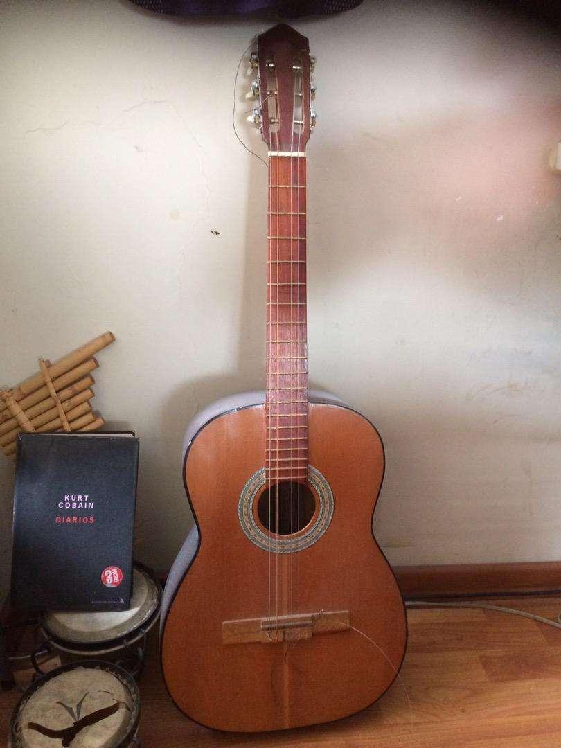 Vendo guitarra pequeña muy barata 0