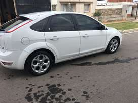 Vendo Ford focus 2.0 ghia at