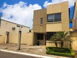 Casa en Venta en Castilla, Samborondon cerca de Riocentro El Dorado