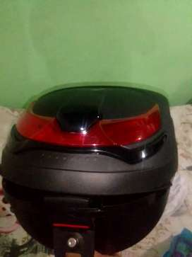 Se vende baúl amplio para motocicleta