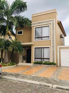Venta Casa Portal Al Sol, Cerca Belo Horizonte y Portofino, Puerto Azul, Vía A La Costa, Norte De Guayaquil, Inversión