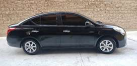 Vendo Nissan Versa modelo 2013, automático