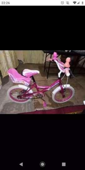 Vendo bicicleta topmega rodado 14 para nena ,con accesorios