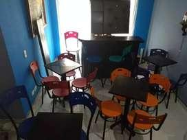 Inicie su negocio kit de bar, costa de mesas, sillas, barra, estante flotante.