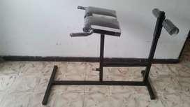 Maquina de hiperextensiones lumbares. Espalda baja y abdomen