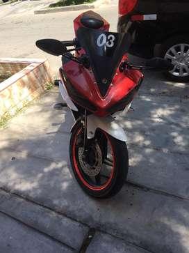 Moto pistera yamaha YZF