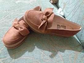 Zapatos cor cafecitos