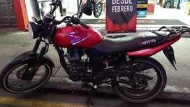 Se vende moto usada papeles al dia