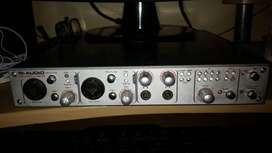 FireWire 1814 es una interfaz audio/MIDI de 18 entradas / 14 salidas