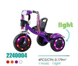 Triciclos con llantas de goma, luces en las llantas farola
