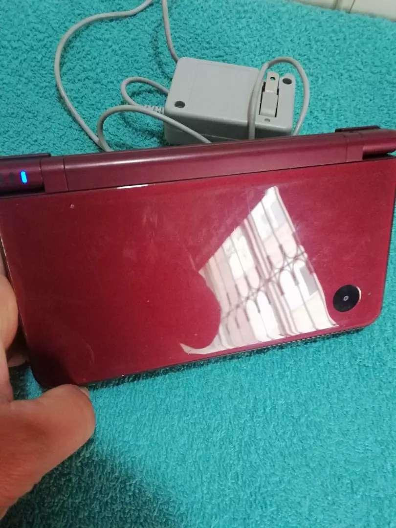Nintendo DS XL con lapiz y cargador