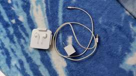 Cargador y auriculares de iPhone originales