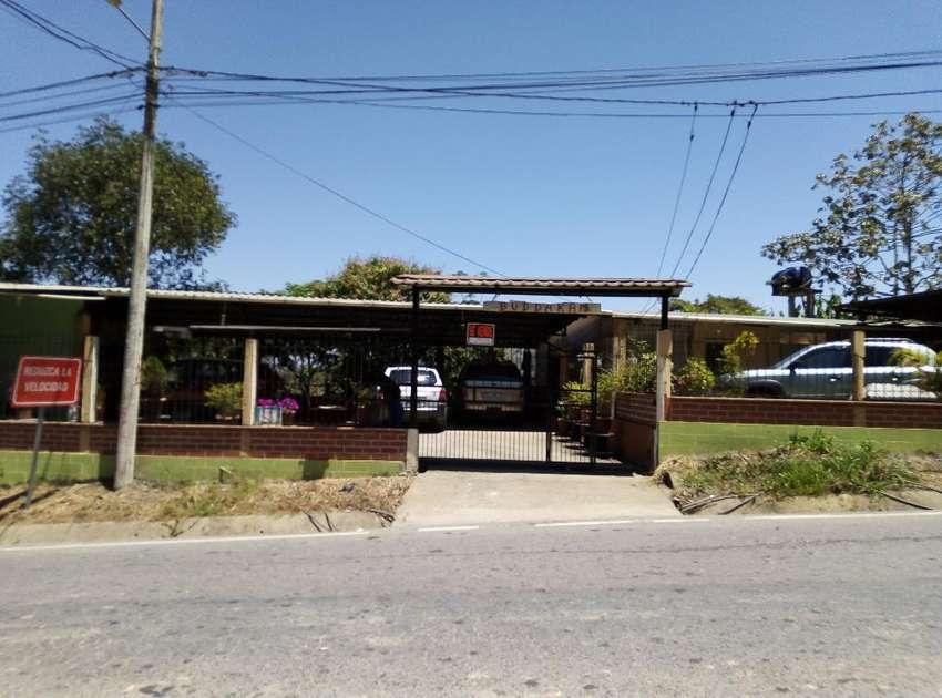 Vendo Casa con Local Comercial  Zaruma 0
