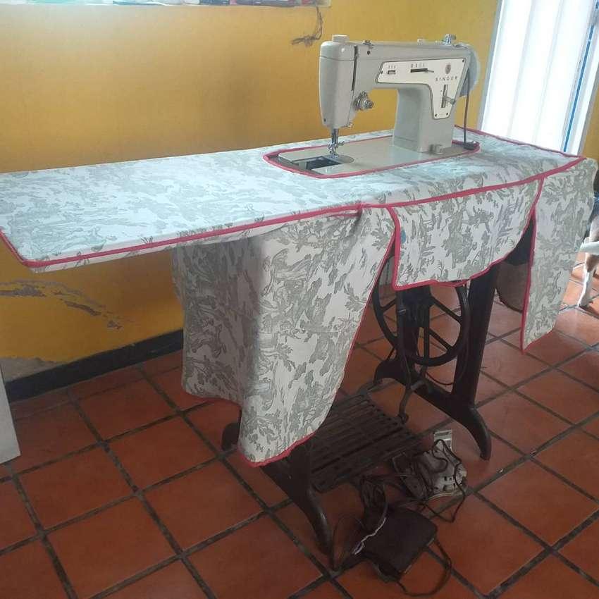 Maquina de coser Singer 237.