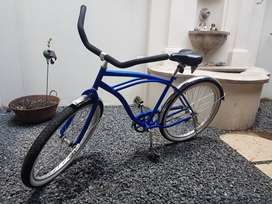 Beach cruiser bicycle. (NEW)