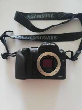 Vendo cámara fotográfica Samsung NX11