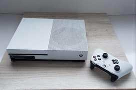 Xbox one s + 1 control + 10 juegos