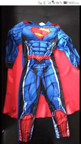 Vendo disfraz nuevo talla 6-8 Superman
