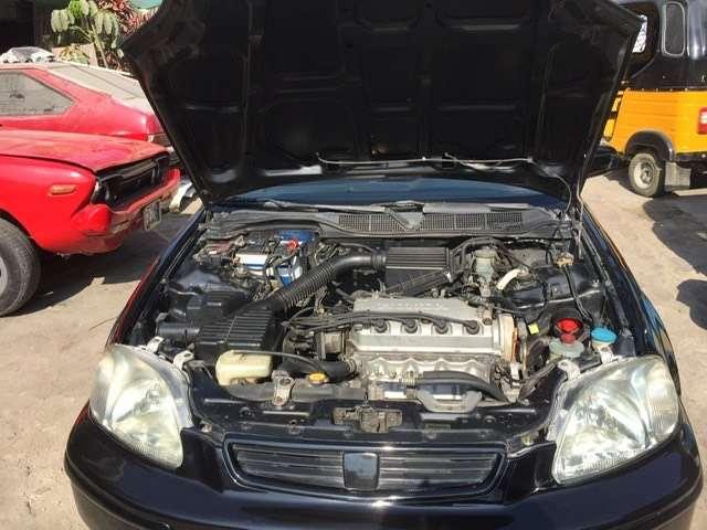 Honda cívica 98 en inmejorables condicion 0
