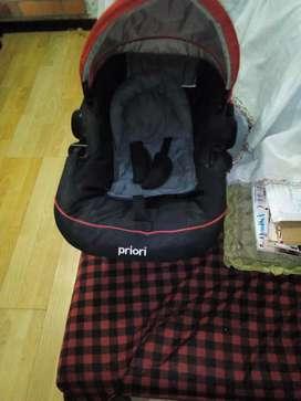 Coche para bebe hasta 8 años marca priori rodano con accesorio silla para el automóvil y a la vez sirve de mecedora nego