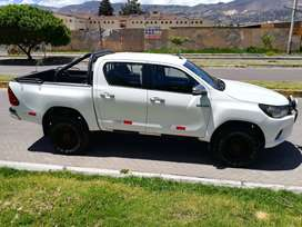 Toyota Hilux 2016 4x4 mecánica