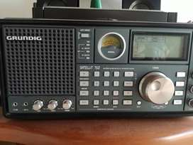 RADIO MULTIBANDA GRUNDIG SATELLIT 750