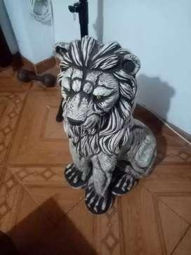 Vendo ermoso león para decorar tu sala mide 72 de alto