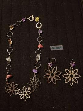 Accesorios para mujer collares, pulseras, aretes y anillos de fantasía.