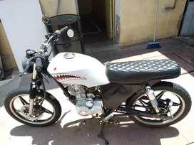 Vendo o permuto moto café racer (excelente estado)