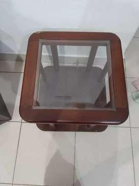 Vendo mesa ratonera de algarrobo con vidrio